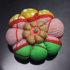 African Jewelry Fashion Brooch in Wax Flower Design Mademoiselle 11 Green/Red TOUBAB PARIS