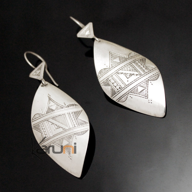 Earrings in Silver 129 Long Leaf Engraved Curve