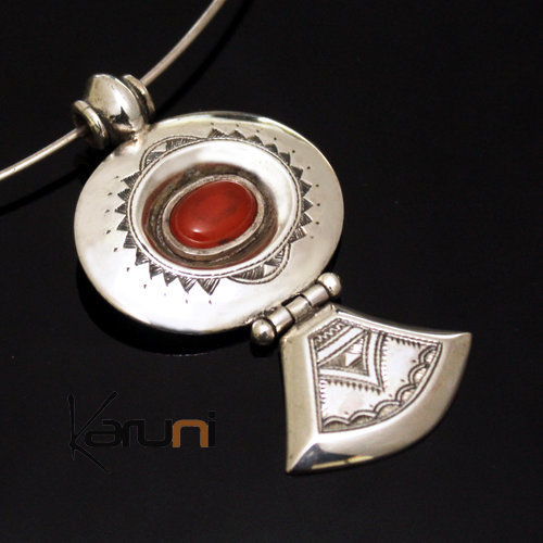 Necklace Silver Pendant and Red Onyx Stone 14 Oval Triangle