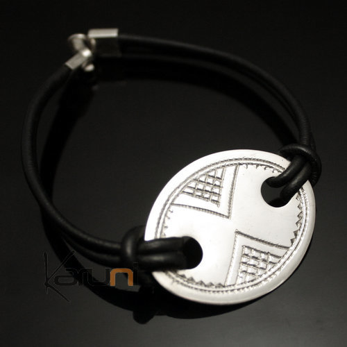 Silver Oval Leather Medallion Bracelet 01