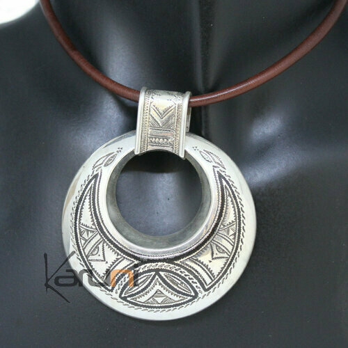 Silver Ebony Engraved Round Pendant triangle 7068