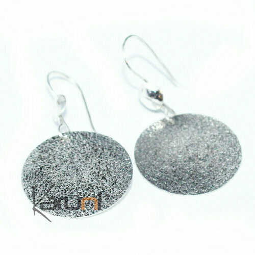 Thin hammered silver earrings 5149